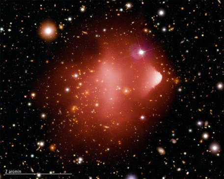 Bullet cluster, fruit de la collision entre deux galaxies